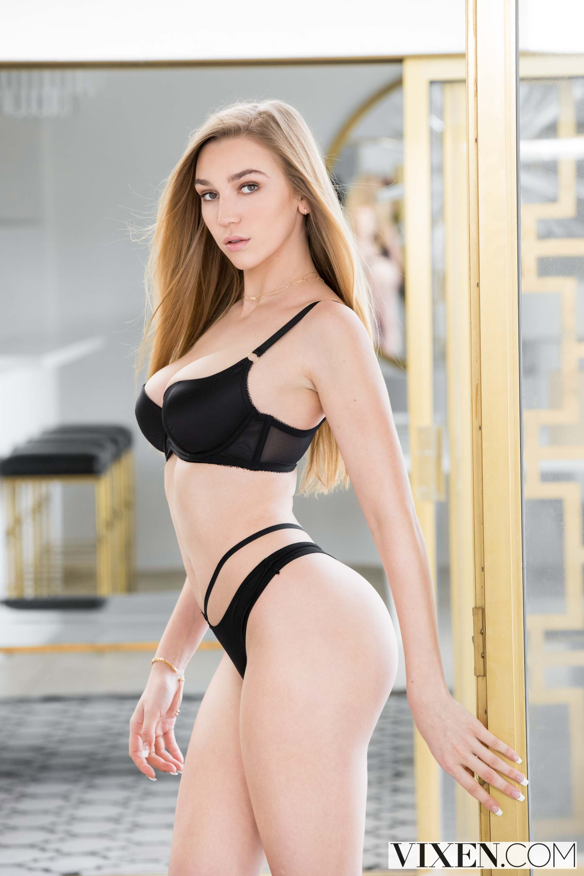 Kendra Sunderland - Sex Next To Me | Picture (1)