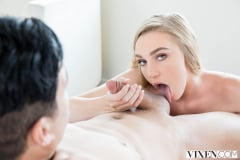 Kendra Sunderland - Sexting Right In Front Of Them | Picture (4)